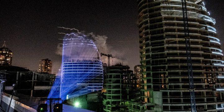 Строительная компания достроила башню с помощью лазерного шоу