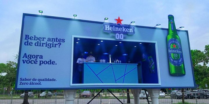 Heineken превратил билборд в бар для промо пива