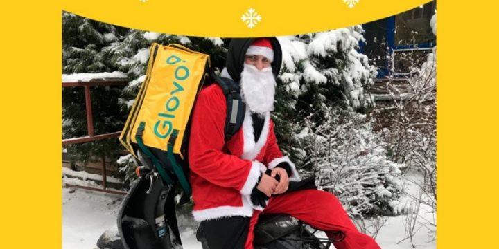 Курьеры сервиса Glovo преобразились в Дедов Морозов
