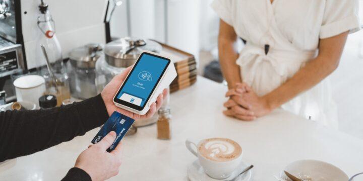 Заведения смогут использовать смартфоны как POS-терминалы: Visa запускает приложение POS Phone